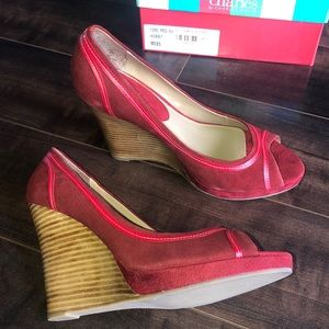 Charles David, Size 8.5 Red Suede Wedges